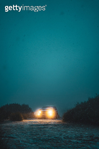 Mysterious car in the fog and snow with the lights turned on - gettyimageskorea