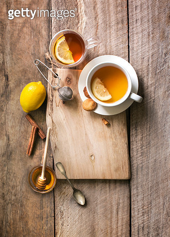 Flat lay lemon honey tea in white cup. - gettyimageskorea