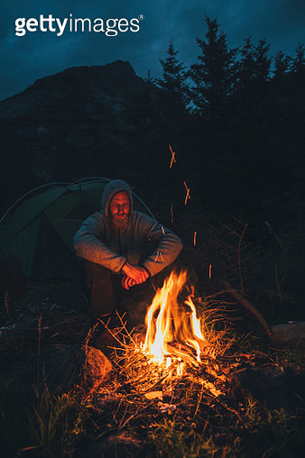 Norway, Lofoten, Moskenesoy, Young man sitting at camp fire - gettyimageskorea