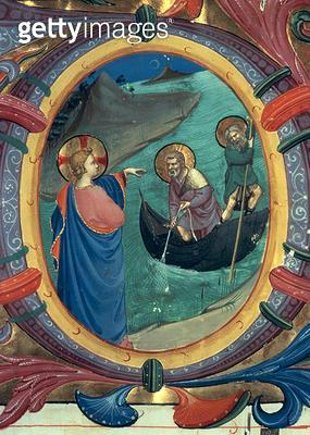 <b>Title</b> : Ms 558 f.9r The Calling of St. Peter and St. Andrew, detail of historiated initial 'O' from a Missal, early 1430s (vellum) (deta<br><b>Medium</b> : <br><b>Location</b> : Museo di San Marco dell'Angelico, Florence, Italy<br> - gettyimageskorea
