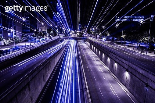 City view at night with traffic and trail light. - gettyimageskorea