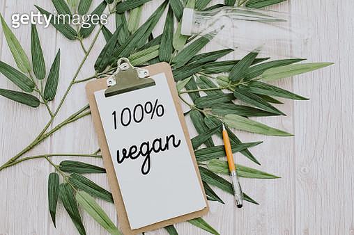 clipboard  with 100% vegan text.Top view - gettyimageskorea