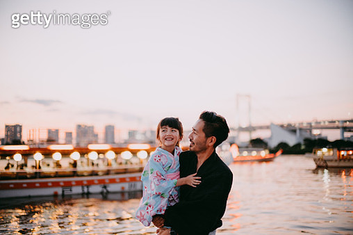 Japanese father carrying his mixed race preschool daughter in kimono on boat, Tokyo - gettyimageskorea