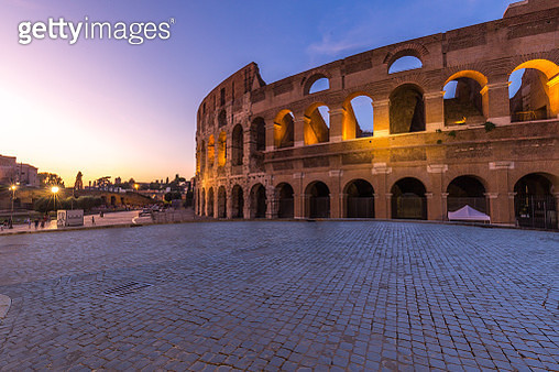 empty street with Coliseum at sunset,Rome - gettyimageskorea
