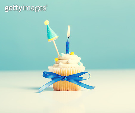 Cupcake with candle party theme - gettyimageskorea