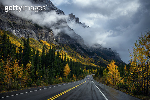 Road to Banff national park , Canada - gettyimageskorea