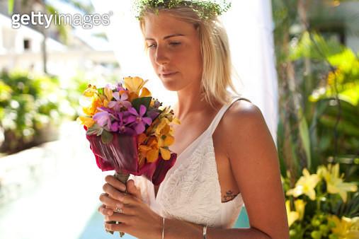 Bride holding tropical flowers - gettyimageskorea