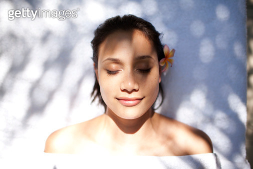Woman tropical massage facial beauty treatment - gettyimageskorea
