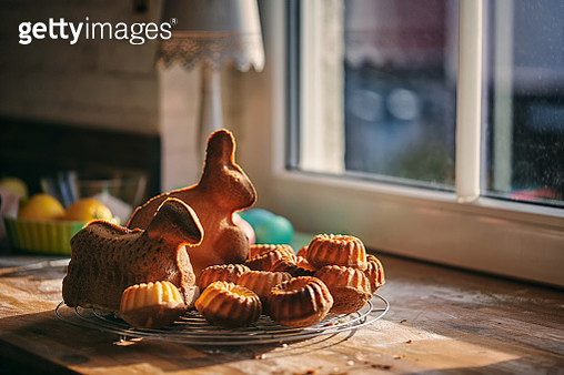 Small Easter Bunt Cakes and Easter Bunny Cake - gettyimageskorea