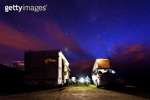 Motor Home On Field Against Sky At Night - gettyimageskorea