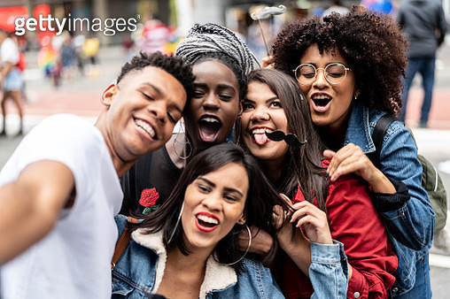 Group of Friends Taking a Selfie - Authenticity and Diversity Concept - gettyimageskorea