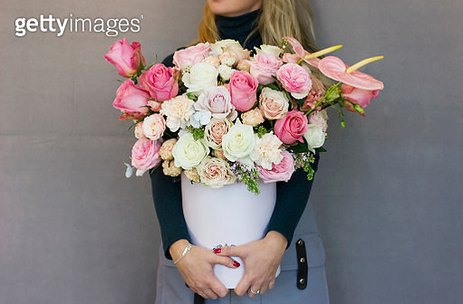 Midsection Of Woman Holding Flower Bouquet - gettyimageskorea