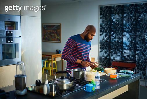 Man preparing baby food in kitchen - gettyimageskorea