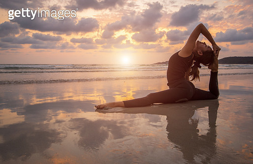 Young happy woman practicing yoga in nature - gettyimageskorea