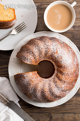 High Angle View Of Bundt Cake In Plates On Table - gettyimageskorea