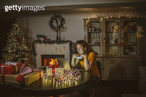 Christmas Shopping online - gettyimageskorea