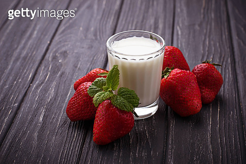 Fresh Strawberries And Glass Of Milk - gettyimageskorea