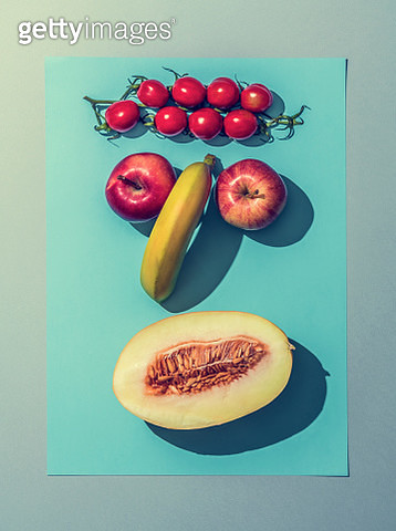fruit and vegetables laid out in a pattern to look like a face - gettyimageskorea
