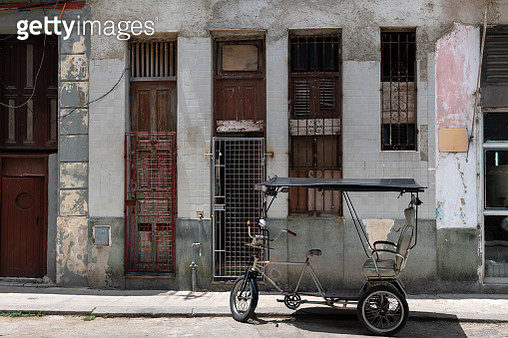 Cuban Colonial Architecture, To venture through Havana is to take a true history lesson of all the styles of architecture that have shaped the Cuban capital. - gettyimageskorea
