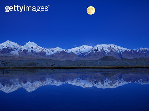 Night view of Kongur Tiube in Sinkiang,China - gettyimageskorea