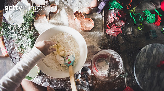 Overhead view of a girl making Christmas cookies. - gettyimageskorea