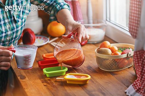 Preparing Fruit Ice Cream on Stick in Domestic Kitchen - gettyimageskorea