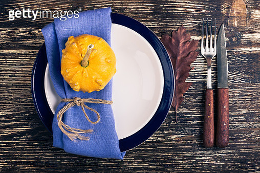 Rustic autumn place setting with miniature pumpkin - gettyimageskorea