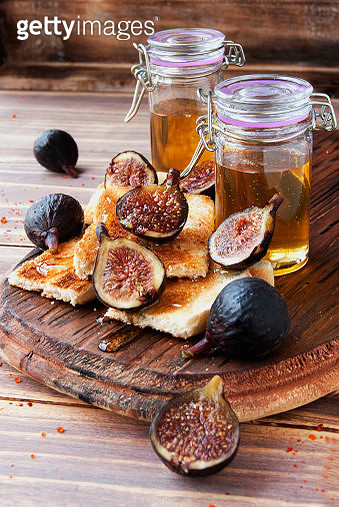 Slices of toast with figs and honey - gettyimageskorea