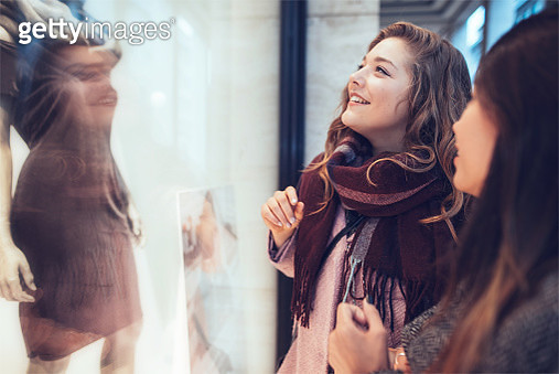 Girlfriends looking into shopping window in Berlin, city. - gettyimageskorea