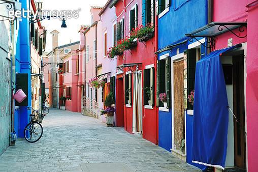 Colorful buildings in Burano island street, Venice - gettyimageskorea
