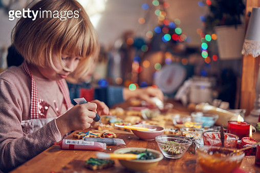 Decorating Christmas Cookies with Icing and Sugar Pearls - gettyimageskorea