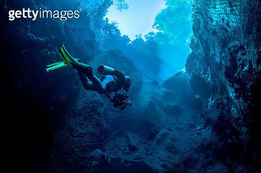 Dive in Lagoa Misteriosa cenote, Brazil - gettyimageskorea
