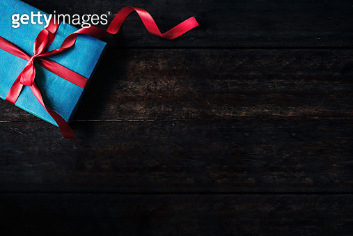 Directly Above Shot Of Wrapped Gift Box On Table - gettyimageskorea