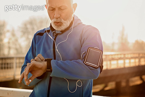 Man Getting Ready to Jogging - gettyimageskorea