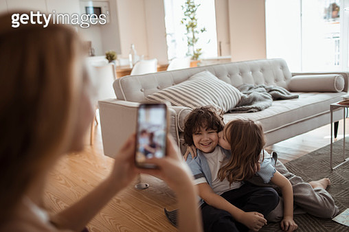 Young family taking pictures at home - gettyimageskorea