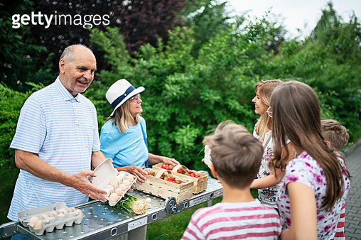 Senior couple selling homegrown groceries and eggs - gettyimageskorea