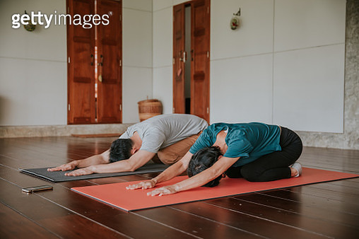 Family time with yoga at home-stock photo - gettyimageskorea