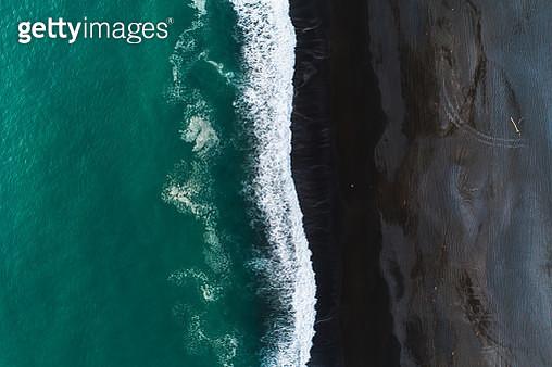 Looking down at black sand beach. - gettyimageskorea