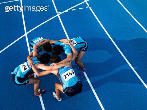 Athletes making a circle - gettyimageskorea