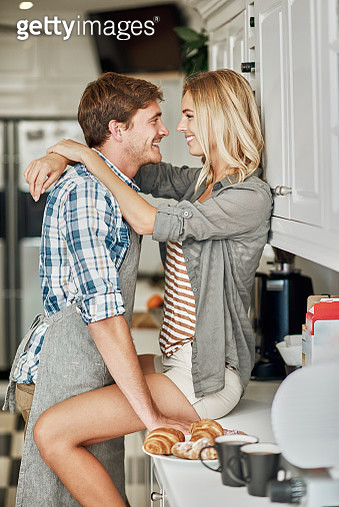 Shoot of cute joyful couple cooking together and having fun in the kitchen - gettyimageskorea