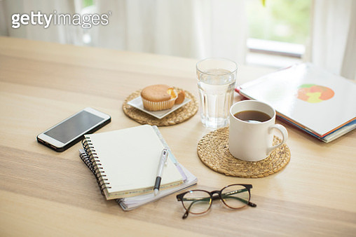 Daily routine or personal financial planning objects on wooden table top. - gettyimageskorea