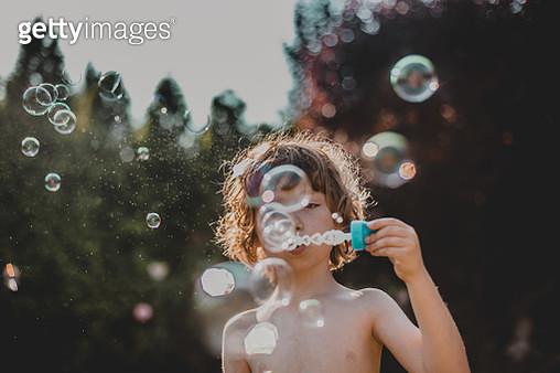 boy  making bubbles outdoor - gettyimageskorea