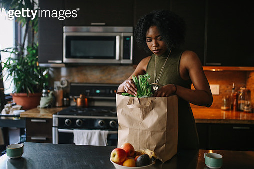 Young woman comes home from grocery shopping - gettyimageskorea