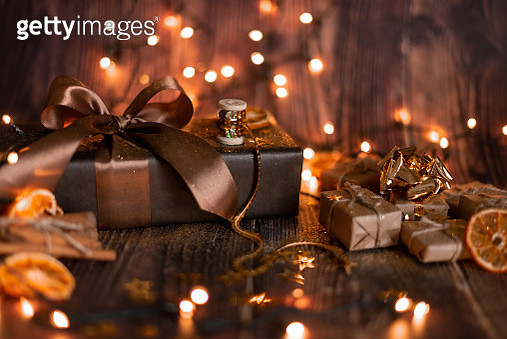 Christmas Holiday Background, Christmas table background with decorated Christmas tree and garlands. Beautiful Empty Christmas room. New Year Frame for your text. - gettyimageskorea