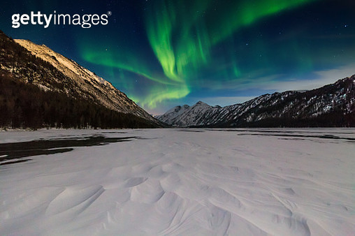 Northern lights in the snow-covered mountains - gettyimageskorea