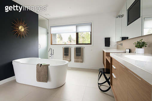 Home showcase modern bathroom with soaking tub - gettyimageskorea