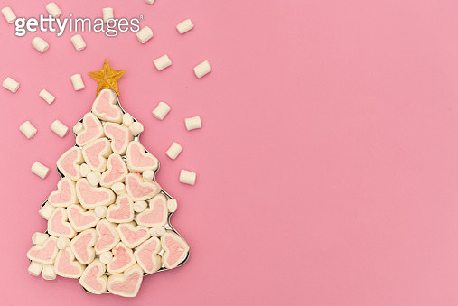 Christmas tree made of marshmallow candy, flower and cinnamon sticks. Flat lay. Holiday concept - gettyimageskorea