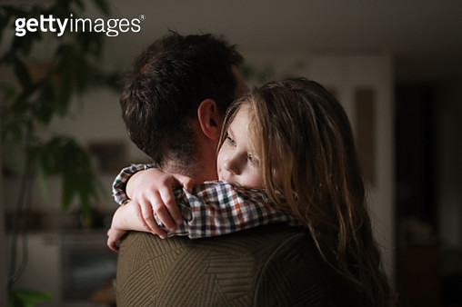 A father and his daughter cuddling at home - gettyimageskorea