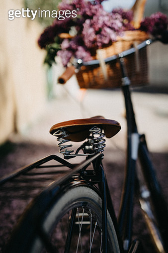 Bicycle with with fresh bread and flowers in a basket - gettyimageskorea