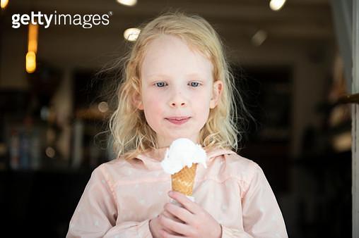 Six year old girl tasting her ice cream - gettyimageskorea